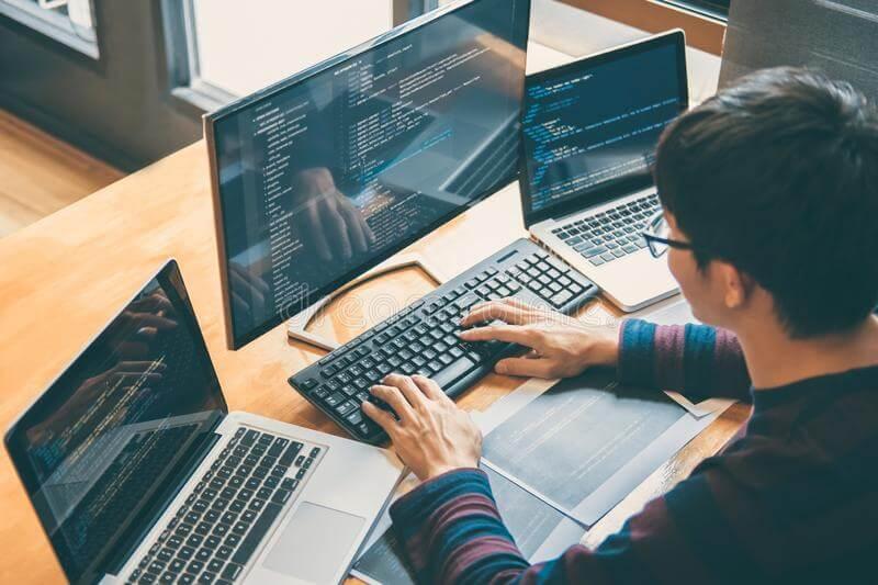 プロジェクトの要件・規模に応じて最適なクリエイターが柔軟に担当。